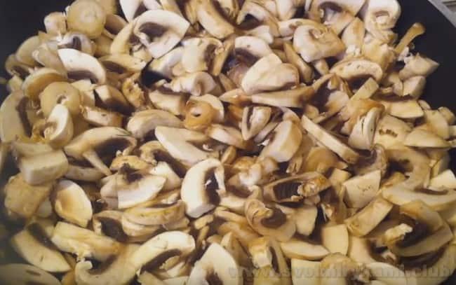 Очень быстро готовится сырно-грибной суп из шампиньонов.