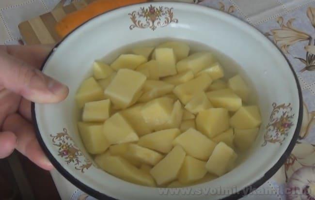 Сырный суп с грибами можно приготовить как традиционно, так и в мульиварке.
