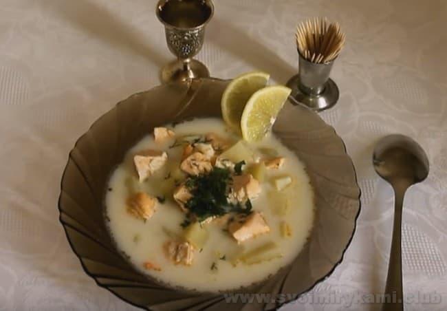 Уха по-фински со сливками - отличный рецепт для тех, кто ищет новые варианты приготовления рыбного супа.