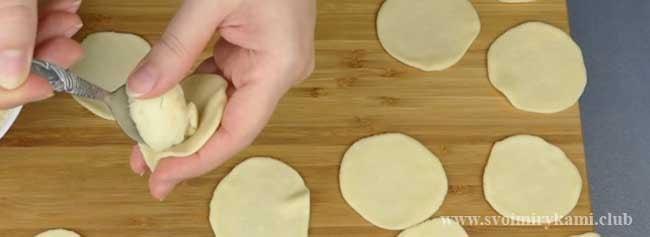 Лепим вареники с картофелем