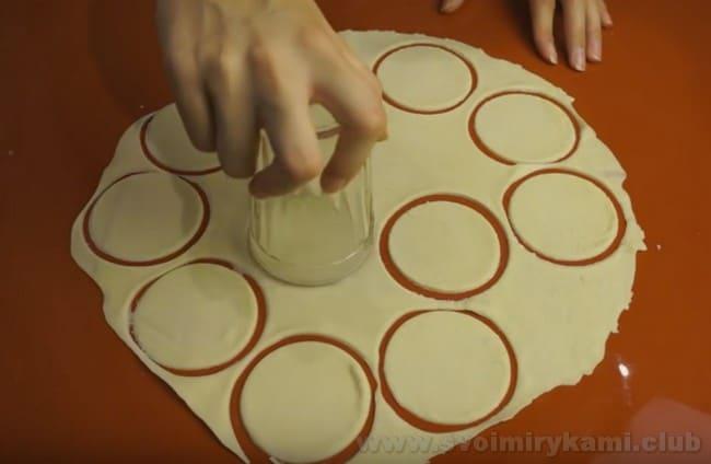 О том, как готовить вареники с творогом, расскажет видео-рецепт в конце статьи.