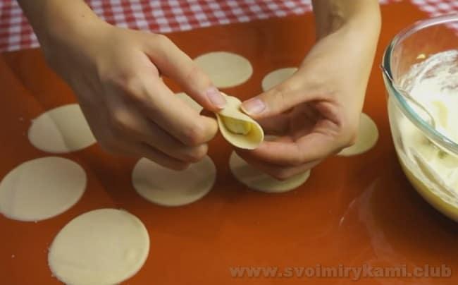 Теперь вы знаете, как сделать вареники с творогом.