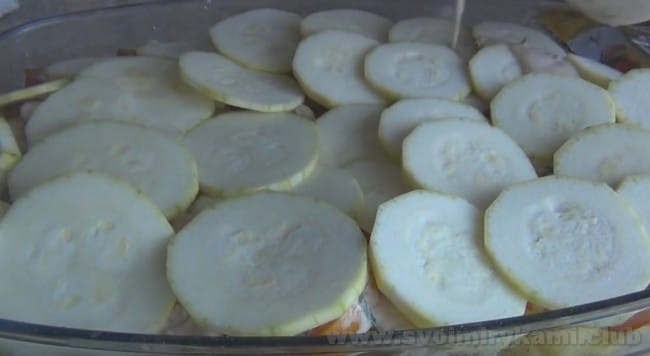 Кабачковая запеканка в духовке - отличное блюдо для любителей овощей.