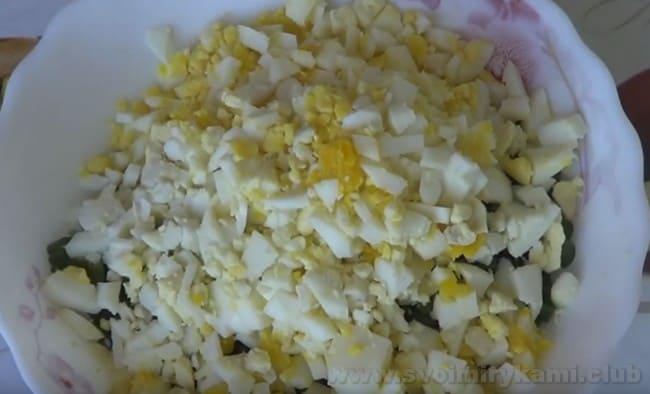 Мясные зразы с яйцом и луком получаются сытными и очень красивыми на вид.