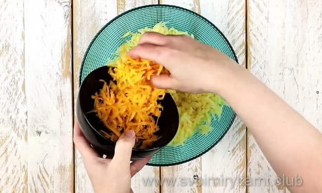 Добавляем к составу сыр
