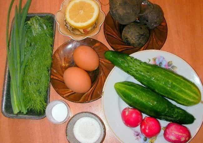 """Холодный суп под названием """"свекольник"""" приготовим из таких ингредиентов"""