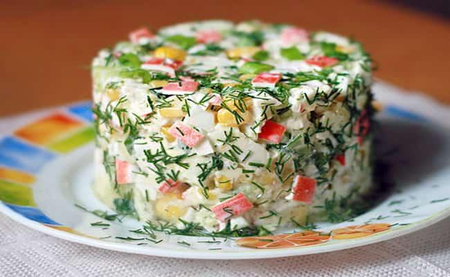 Так вот выглядит салат нежность с крабовыми палочками.