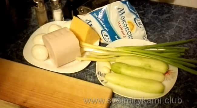 Салат из ветчины, сыра и свежих огурцов будем готовить из таких ингредиентов