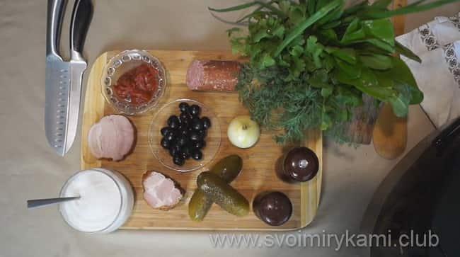 Возьмем такие продукты, чтобы получилась солянка сборная мясная в мультиварке по рецепту