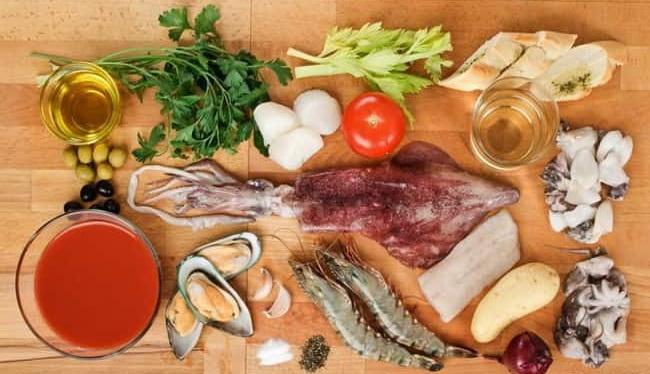 тобы приготовить суп из морепродуктов, я взяла такие ингредиенты и морской коктейль