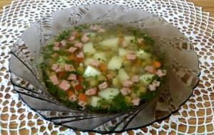 Суп с зеленым горошком также можем готовить и с колбасой