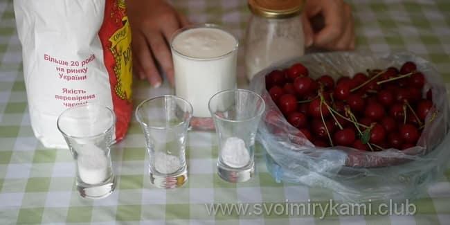 Чтобы приготовить вареники со свежей вишней на кефире на пару возьмем такие ингредиенты
