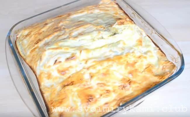 Пирог из лаваша с сыром и зеленью готов.