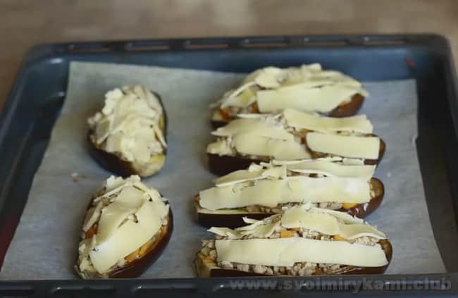 Баклажаны, фаршированные фаршем по этому рецепту, запеченные в духовке с сыром будут невероятно вкусными.