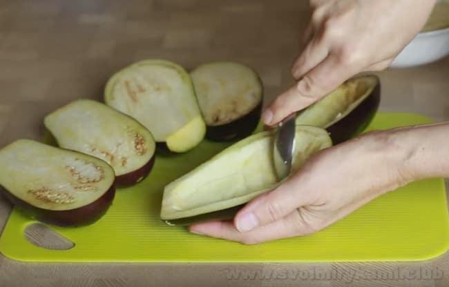 Рецепт баклажанов, фаршированных мясом отлично подходит для праздничного стола.