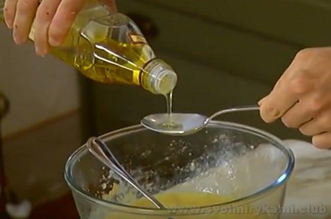 В духовке мы будем готовить банановый хлеб на растительном масле и сметане.