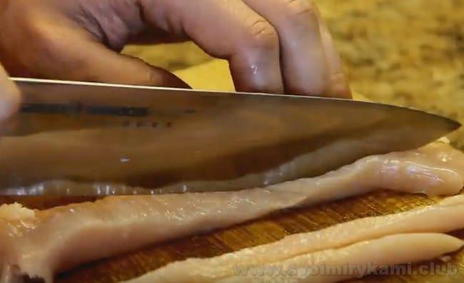 Бефстроганов из куриного филе - очень нежного и вкусное блюдо.