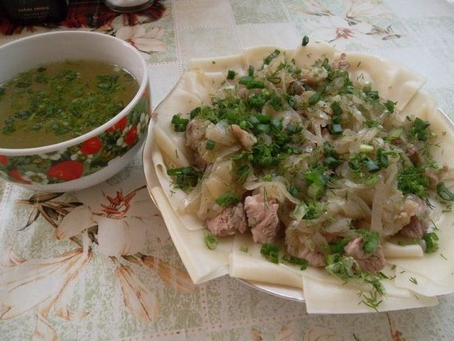 Вкуснейший бешбармак по казахски обязательно оценят ваши гости.
