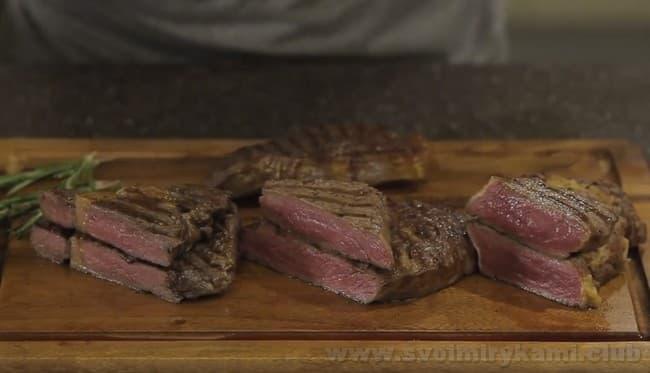 Теперь вы знаете, как правильно приготовить бифштекс из свинины.