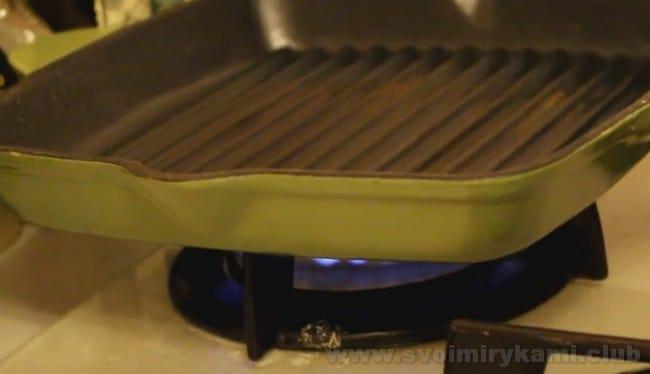 В приготовлении бифштекса из свинины очень важно хорошо раскалит сковородку.