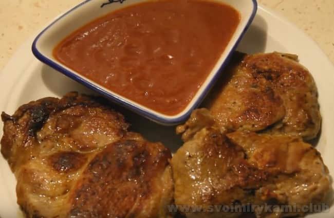 Бифштекс из свинины - очень популярное блюдо.