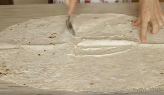 Из лаваша можно приготовить очень вкусные и простые бутерброды.