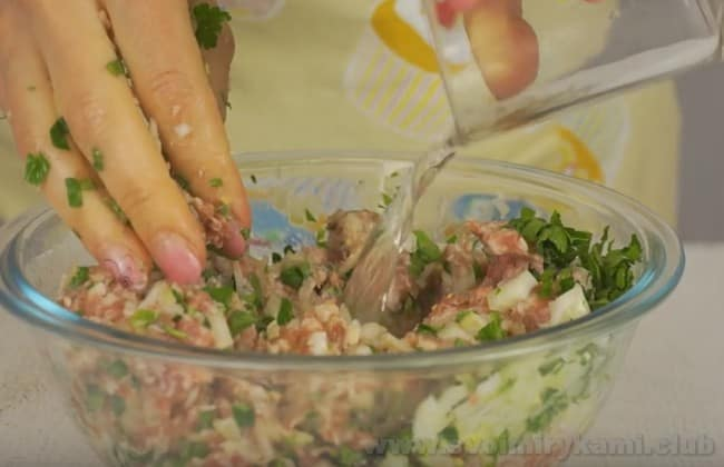 Начинка для вкусных чебуреков с мясом по нашему рецепту готова.