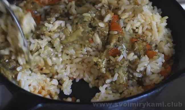 Рецепт баклажанов, фаршированных овощами и рисом, понравится любителям легких вкусных блюд.