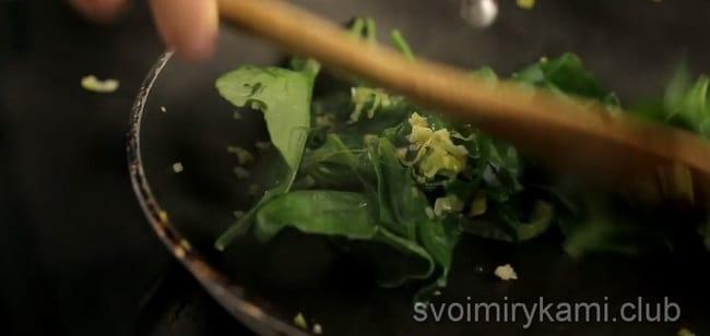 Гарнир из шпината для рыбы, рецепты простые и понятные.