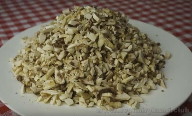 Предлагаем вашему вниманию простой и быстрый рецепт грибного соуса со сливками.