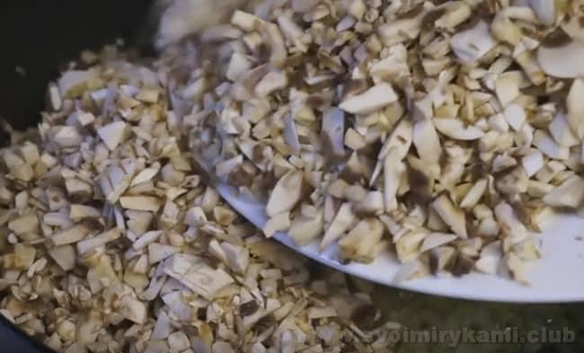 Наш рецепт с фото поможет вам приготовить невероятно вкусные грибы в сливочном соусе.