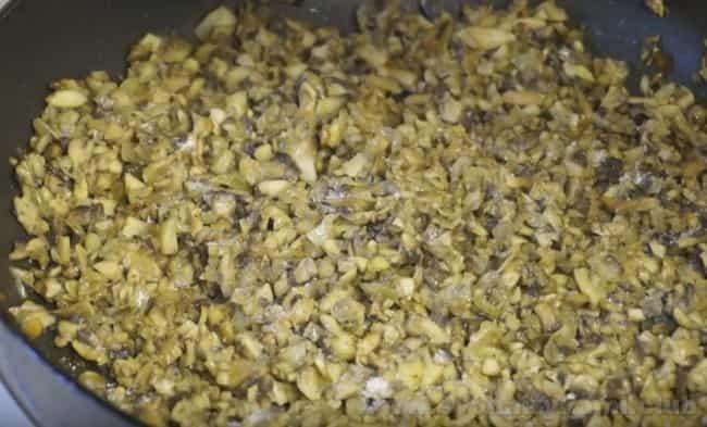 Приготовьте ароматные грибы в сливочном соусе по нашему рецепту с фото.