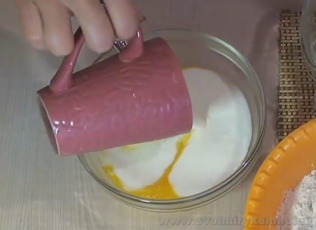 Рецепт хачапури с сыром на сковороде посмотрите также на видео в конце статьи.