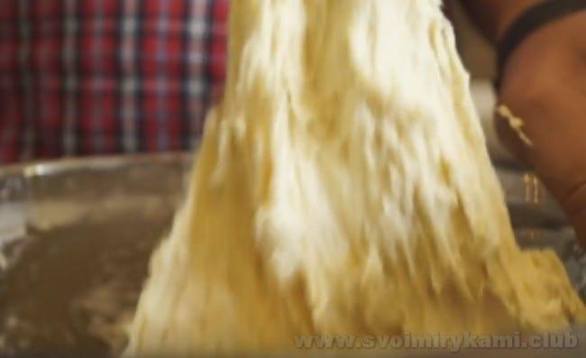 Этот рецепт белого хлеба в мультиварке поможет вам испечь очень вкусную буханочку.