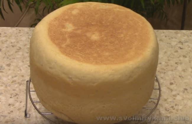 Теперь вы знаете, как испечь домашний хлеб в мультиварке по простому рецепту.