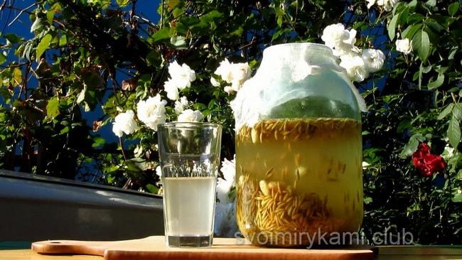 Рецепт овсяного кваса, в котором описывается польза и вред напитка.