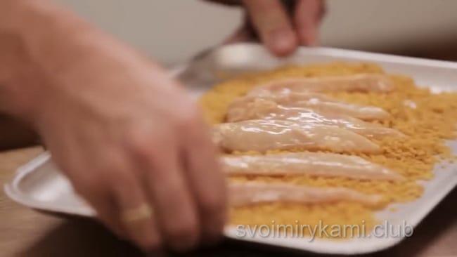 Простой рецепт наггетсов из куриной грудк .