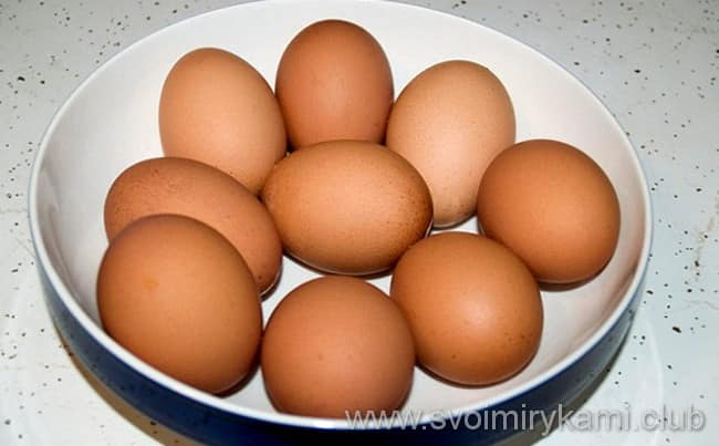 Что бы приготовить яйца в мешочек, нужно их помыть