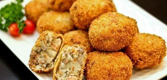 Хрустящие картофельные крокеты с грибами готовы.