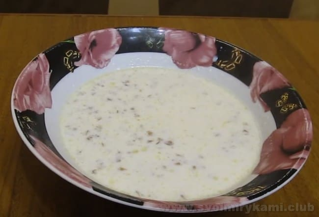 Сладкая гречневая каша на молоке готова.