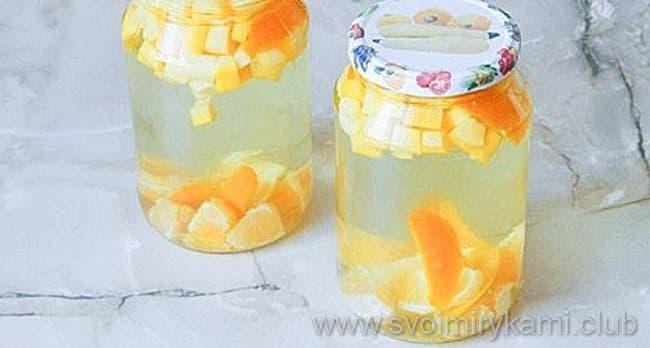 Что бы приготовить компот из кабачков с апельсином на зиму надо залить все получившимся сиропом