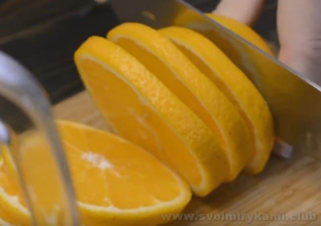 На зиму можно также приготовить компот из ревеня с апельсином.
