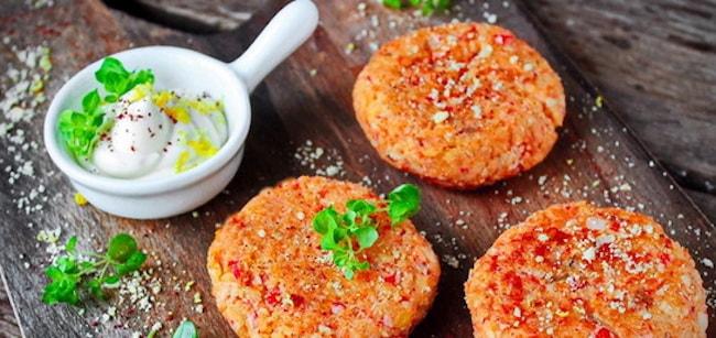 Крабово-картофельные котлеты с сыром готовы