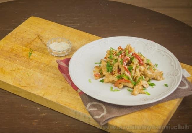 Курица терияки будет вкусной с лапшой или рисом.