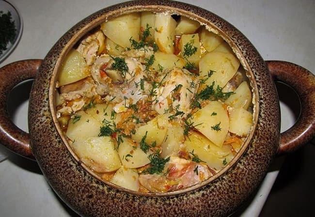 Готовим курицу с картошкой в горшочке запеченную в духовке