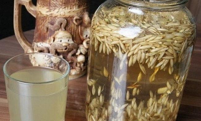 Перед тем как приготовить овсяный квас, приготовьте закваску из зерна.