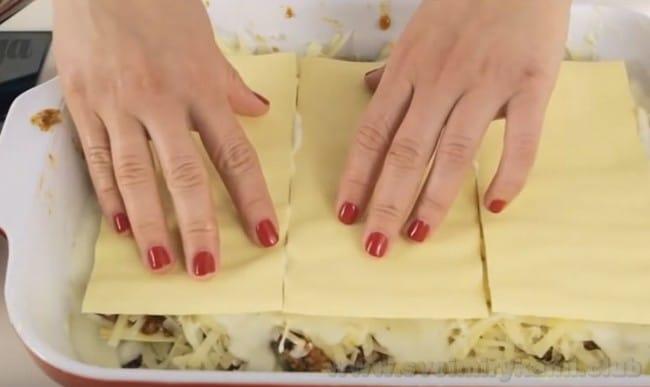Как правльно приготовить лазанью по классическому рецепту, посмотрите также на видео.
