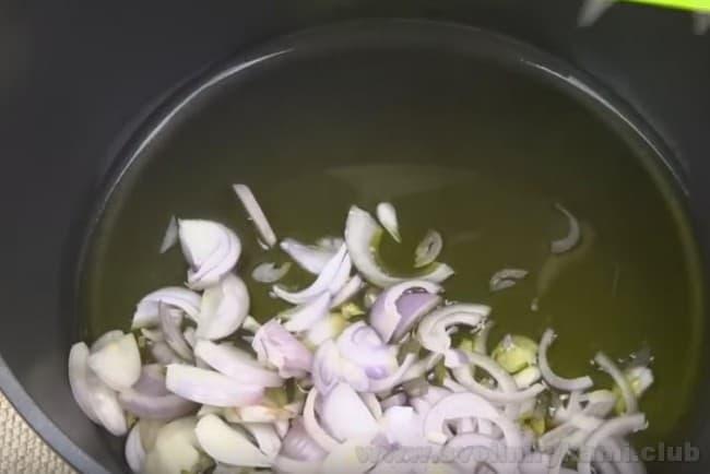Лечо из баклажанов на зиму по нашему рецепту готовится довольно быстро.