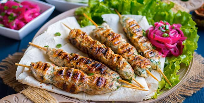 Как приготовить люля-кебаб из курицы на мангале, сковороде и в духовке по пошаговому рецепту с фото