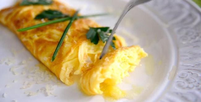 Пошаговый рецепт приготовления омлета с сыром